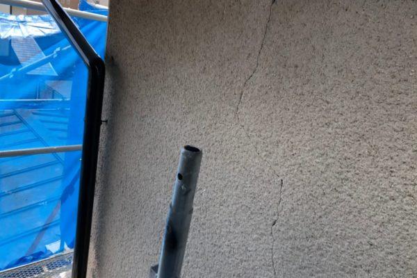 外壁ひび割れ画像
