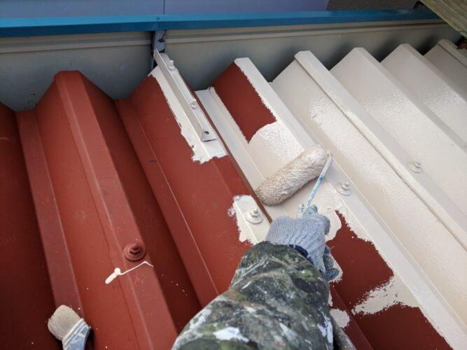 折半屋根の塗装の画像