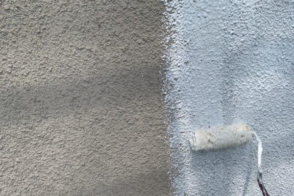 外壁の下塗りの画像